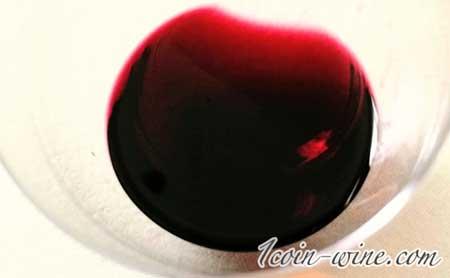 塩山洋酒のベーリーアリカントのとても濃い色合い