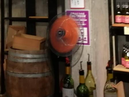 甲州市勝沼ぶどうの丘のワインセラーの扇風機