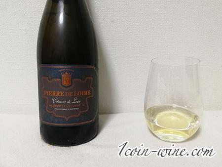 ファミマのスパークリングワイン、ピエール・ド・ロワールのボトルとグラス